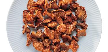 "MUSHROOMS - SAUTÉED ""Medium size"" Chanterelle  (COD. 08033)"